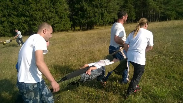 Как безопасно перенести пострадавшего перед оказанием первой помощи