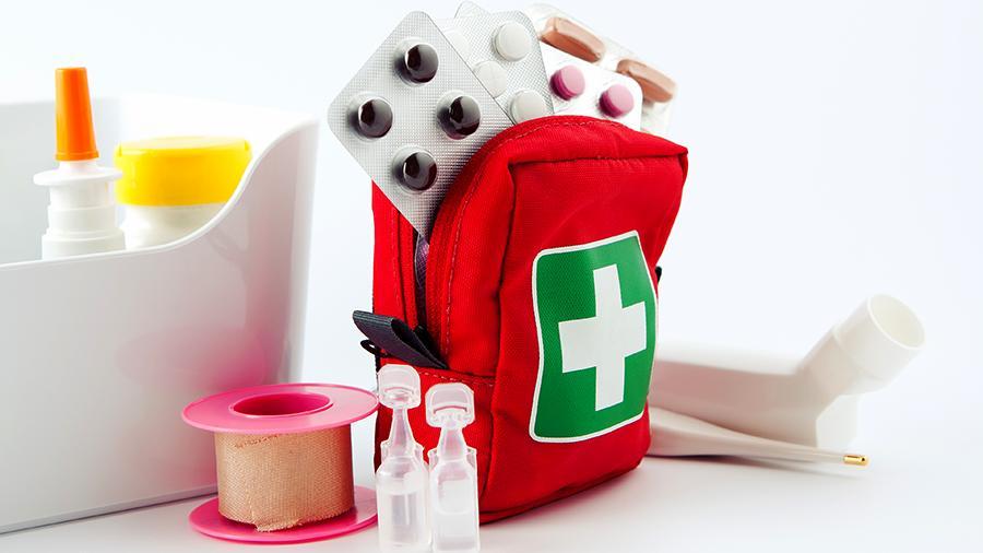 Як правильно зібрати дитячу аптечку?
