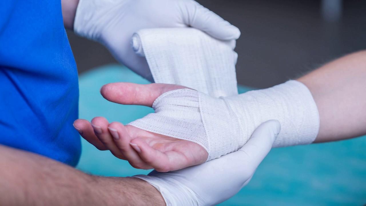 Как перевязывать раны для оказания первой помощи